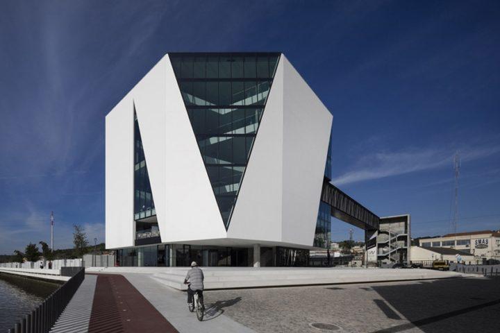 Удивительные библиотеки мира.Часть 2.Городская библиотека в городке Вила-Франка-де-Шира (Португалия), студия Miguel Arruda Arquitectos Associados