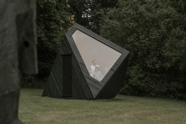 Koto представили модульную кабину для работы в эстетике ваби-саби