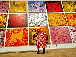«Бесконечная одержимось» горошком и не только: как японская художница Яёй Кусама свела с ума Латинскую Америку