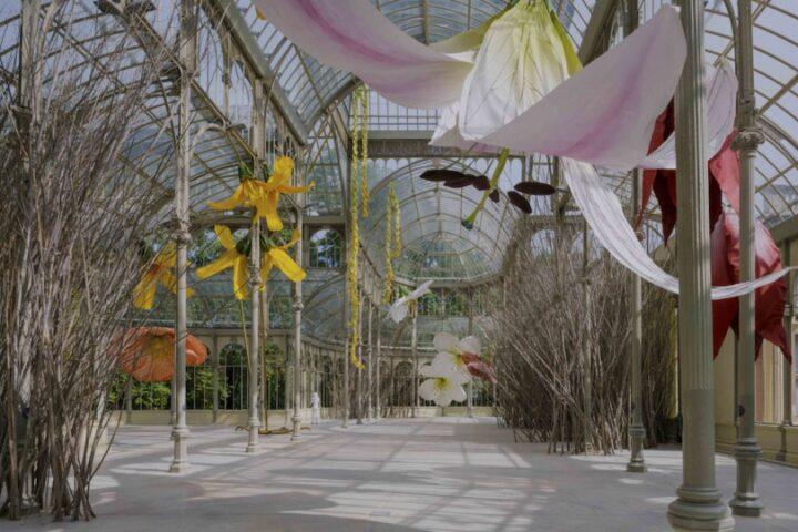В Хрустальном Дворце в Мадриде открылась сюрреалистическая выставка