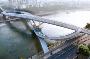 Команда архитекторов построила многофункциональный мост в Китае
