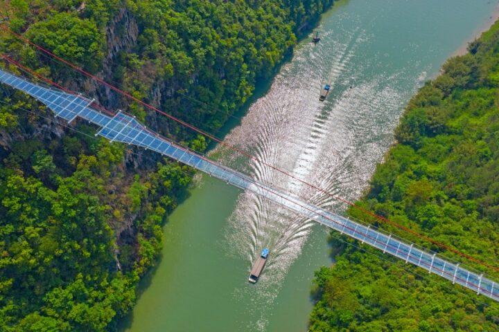 В Китае построили самый длинный стеклянный мост в мире