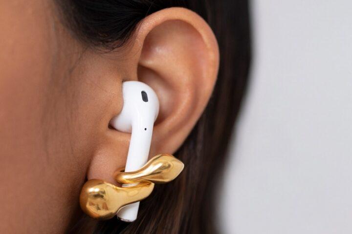 Серьги для ушей и AirPods от лондонского дизайнера