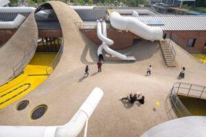 WAA превратил склад 1970-х годов в экспериментальную игровую площадку для детей в Пекине