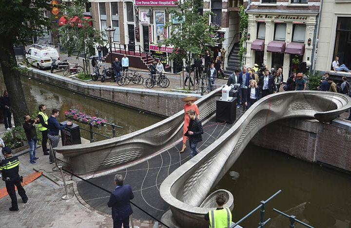 Нидерландская компания MX3D создала первый в мире 3D-печатный стальной мост