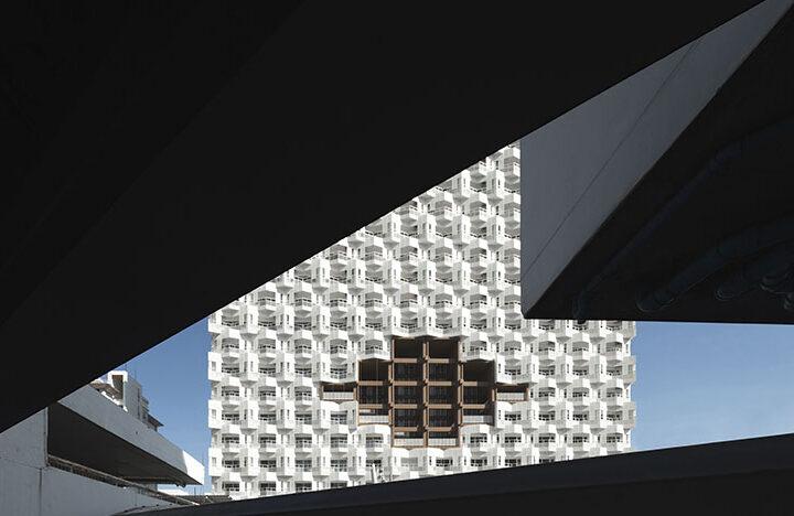 Необычные балконы и максимальная естественность. В Таиланде построено новое общежитие для медсестер